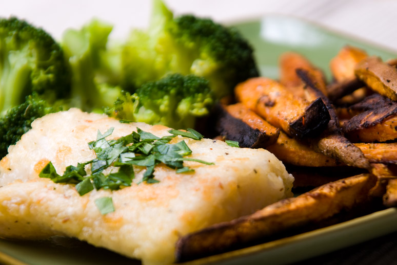 pan-fried-fish-sweet-potato-fries-and-steamed-broccoli.jpg